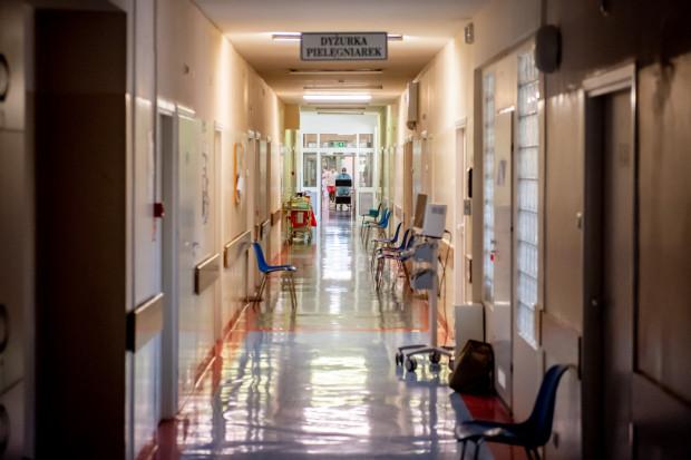 Pandemia koronawirusa obnażyła stan polskiej służby zdrowia, mówiąc najkrócej: jest źle i nie wygląda na to, by miało być lepiej.