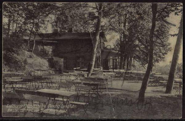 Budynek Königshöhe i ogródek leśny znajdujący się przed kawiarnią na pocztówce z lat 30. XX wieku. Za forum.dawnygdansk.pl.
