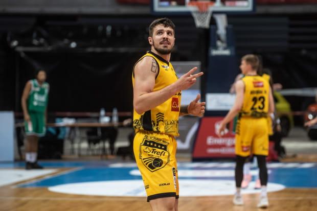 Punkty Dominika Olejniczaka, na 1,3 sekundy przed końcem meczu zapewniły zwycięstwo Treflowi Sopot w starciu ze Śląskiem Wrocław. Podkoszowy żółto-czarnych w całym spotkaniu zdobył double-double (18 punktów, 12 zbiórek).