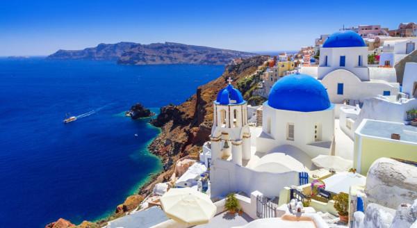 Do Santorini polecimy z Wizz Airem od 11 czerwca, a z Ryanairem od 2 lipca.