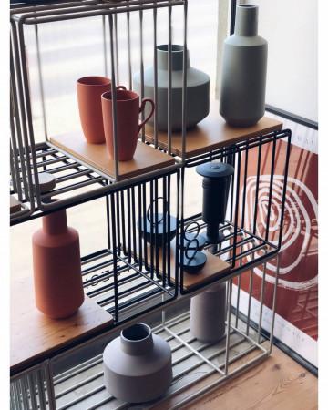 Lumann to gdański sklep-galeria skupiający i prezentujący najciekawsze wytwory najbliższego nam - polskiego designu. Meble, oświetlenie i dodatki od polskich projektantów i producentów - zarówno od tych znanych, jak i tych, którzy znani dopiero będą.
