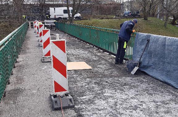 Przez cały okres trwania prac remontowych przejście przez kładkę będzie możliwe.