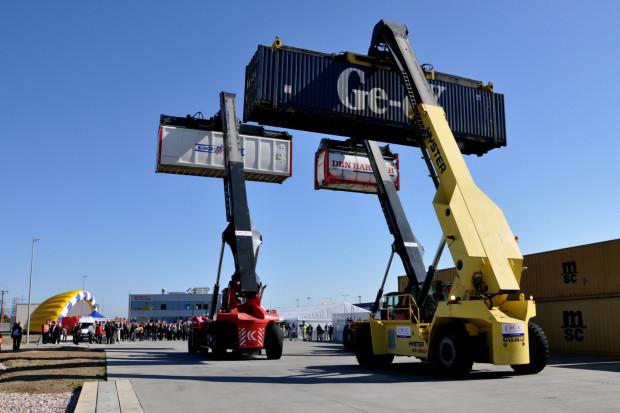 We wrześniu 2011 spółka  PCC Intermodal otworzyła terminal kontenerowy w Kutnie. W celu maksymalizacji wykorzystania zdolności przeładunkowych wybudowanych terminali, firma zakłada obsługę pociągów również innych operatorów logistycznych.