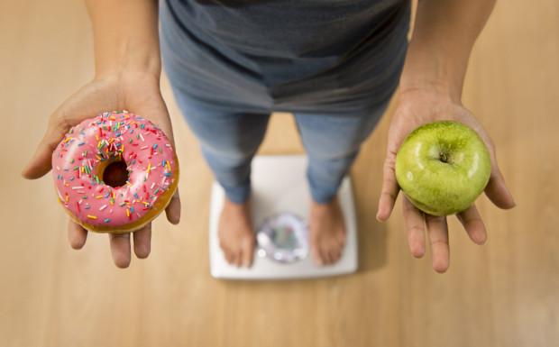 Brak aktywności to tylko jedna strona medalu. W domu przez cały czas mamy praktycznie nieograniczony dostęp do jedzenia.