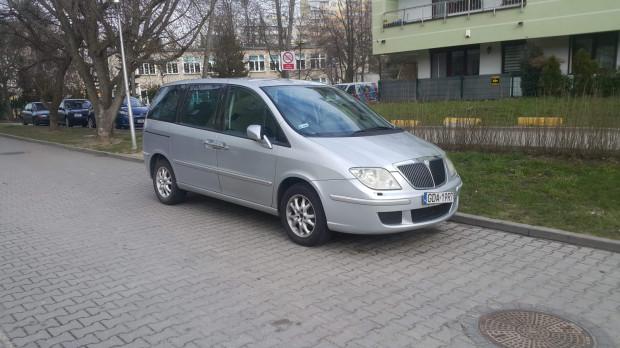 Zdjęcia skradzionego samochodu wykonane przez naszego czytelnika. Poszukiwania pojazdu wciąż trwają. Każdy, kto go zobaczy, jest proszony o niezwłoczny kontakt z policją.