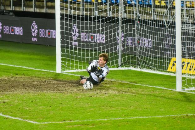 Kacper Krzepisz bronił strzał z rzutu karnego Bartosza Rymaniaka. Przedstawiamy historię bramkarza Arki Gdynia, który wyszedł z cienia dzięki przyczynieniu się do awansu do finału Pucharu Polski.