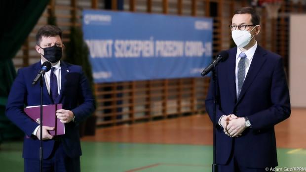 Do końca kwietnia zostaną zaszczepieni wszyscy powyżej 60. roku życia, którzy będą chcieli zostać zaszczepieni - ogłosił premier Mateusz Morawiecki w czwartek na konferencji prasowej.