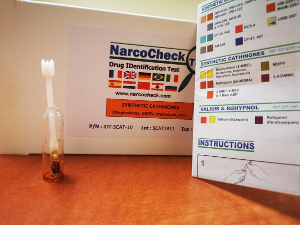 W wykrywaniu narkotyków wykorzystywane są specjalne narkotesty.