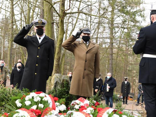 Honory zmarłym oddano także na cmentarzu Srebrzysko.