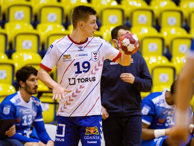 Mateusz Kosmala rzucił Chrobremu 7 bramek, ale Wybrzeże przegrało w Głogowie.