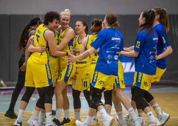 Tak wyglądała radość koszykarek VBW Arki Gdynia po trafieniu Alice Kunek w ostatniej sekundzie meczu.