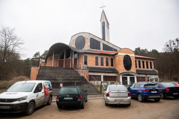 Kościół pw. Matki Boskiej Nieustającej Pomocy.