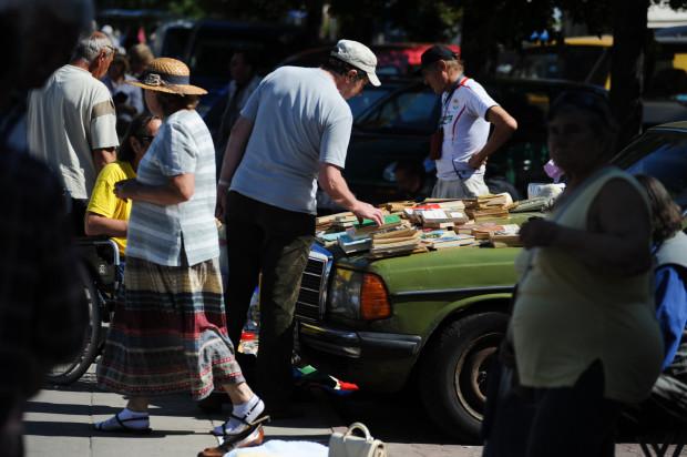Na rynkach wrzeszczańskich handlowano, czym się dało. Ograniczenie stanowiła wyłącznie fantazja sprzedających. Na zdj. 2011 r.