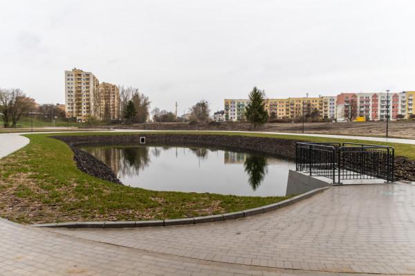 Nowy zbiornik retencyjny na terenie byłych ogródków działkowych to miejsce, które zdaniem mieszkańców powinno być lepiej zabezpieczone.