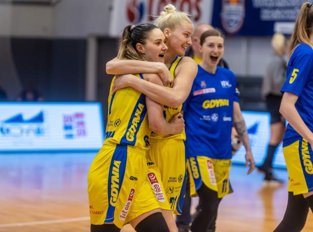 Alice Kunek (na pierwszym planie) przed finałami w Polkowicach poinformowała, że dla VBW Arki Gdynia będzie grała także w kolejnym sezonie.