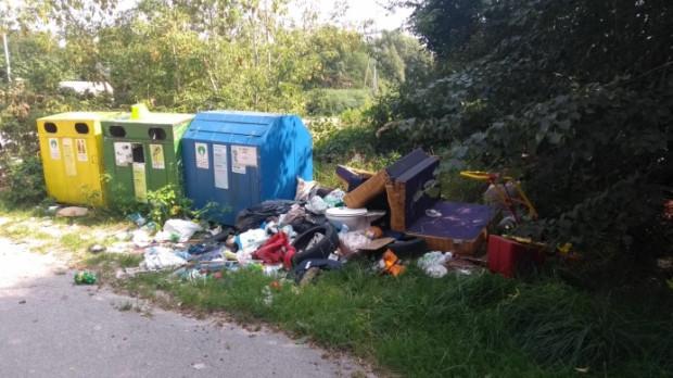 Podrzucone odpady.