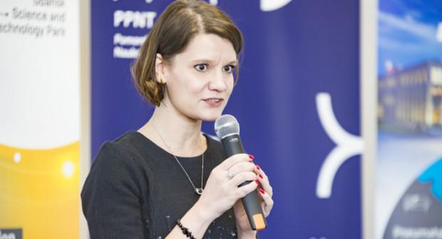 - Zaangażowanie sąsiedniego samorządu gminy Kosakowo w sprawę lotniska jest dla nas pozytywnym sygnałem, który daje nadzieję na to, iż w niedalekiej perspektywie port lotniczy będzie mógł działać zgodnie z nowym przeznaczeniem - mówi Katarzyna Gruszecka-Spychała, wiceprezydent Gdyni.