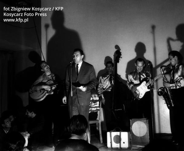 Pierwszy koncert zespołu Rhytm and Blues w gdańskim klubie Rudy Kot uważany za początek polskiego rocka.