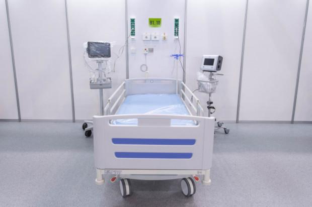 """""""Utrzymujemy dużą liczbę wolnych łóżek w szpitalach drugiego poziomu i wolnych miejsc respiratorowych""""."""