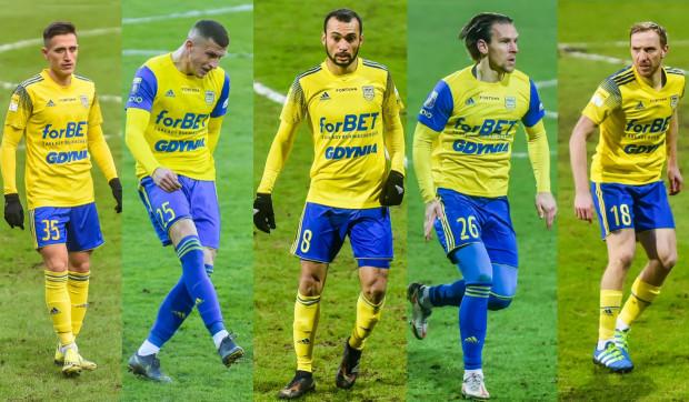 Mikołaj Łabojko (z lewej), Łukasz Wolsztyński (drugi od lewej), Marcus (w środku), Adam Danch (drugi od prawej) i Paweł Sasin (z prawej) to piłkarze, którzy mogą zagrać w środku pomocy w piątkowym meczu z ŁKS Łódź.