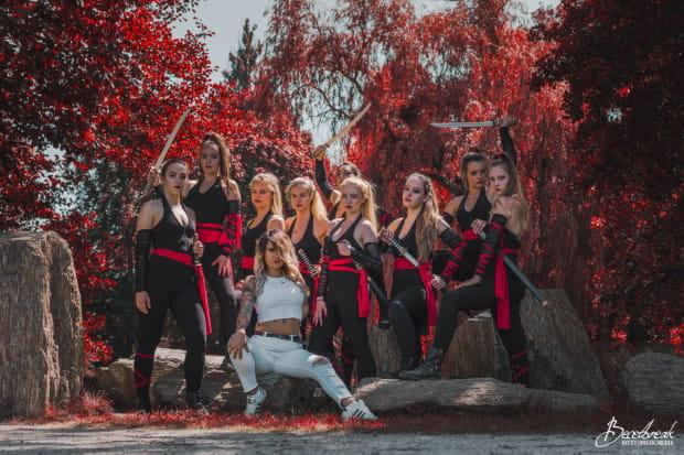 Formacje taneczne często występują ze sobą przez wiele lat, wspólnie jeżdżąc na zawody, pokazy i festiwale.