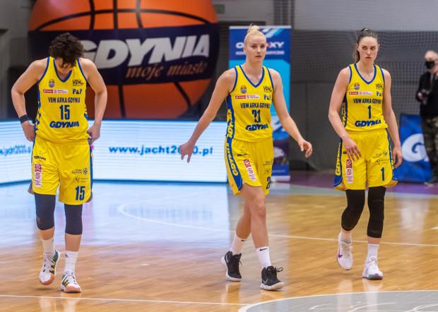Koszykarki VBW Arki Gdynia nie zaliczą trzeciego finałowego spotkania z CCC Polkowice do udanych. Ich gra posypała się w drugiej kwarcie, przez trudno było się im pozbierać przed końcem starcia.