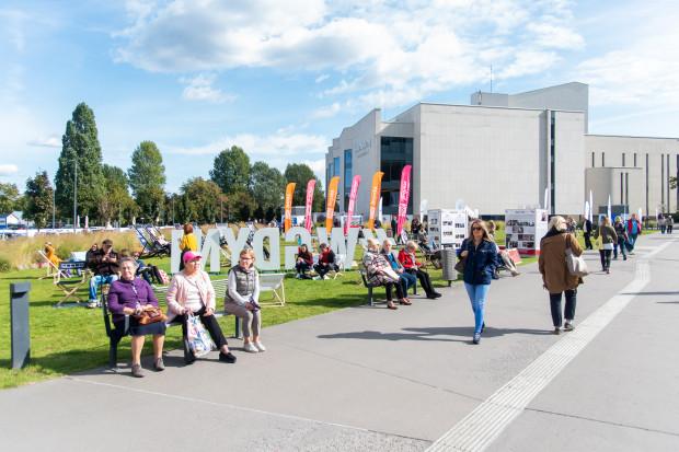 Plac między Teatrem Muzycznym a Gdyńskim Centrum Filmowym staje się ciekawy zwłaszcza w czasie festiwalu filmowego.