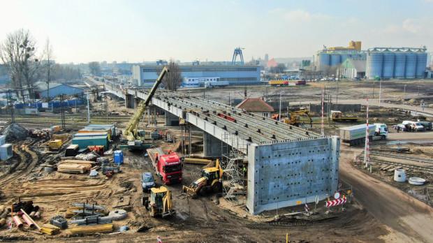 Sprawniejsze przewozy do portu w Gdańsku zapewni nowy wiadukt nad torami.