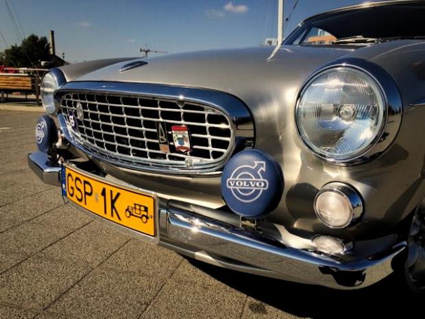 """Klasyk przez wielkie """"K"""" - Volvo P1800 z 1965 roku."""