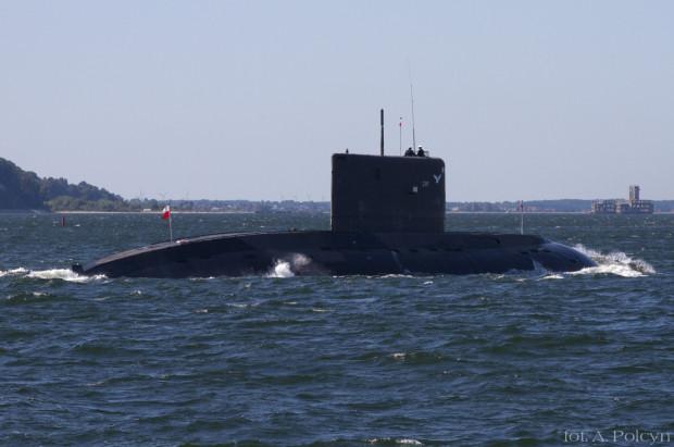 ORP Orzeł podczas rejsu w wynurzeniu na Zatoce Gdańskiej. Zdjęcie z 2011 r.