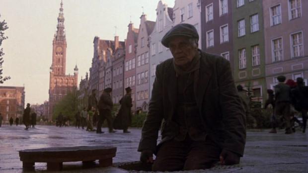 """Omar Sharif na Długim Targu w filmie """"Złodziej tęczy"""" z 1990 roku w reżyserii Alejandro Jodorovsky'ego."""