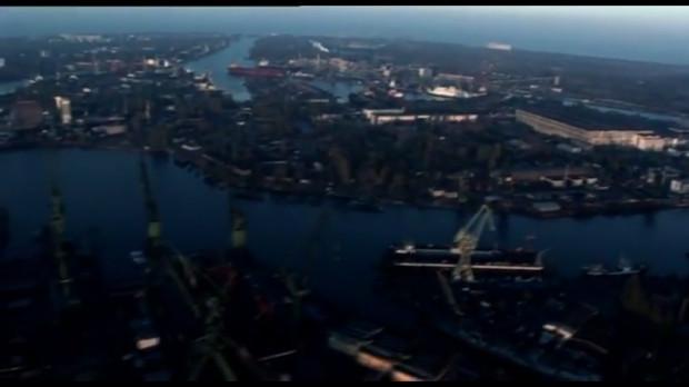 """Ujęcie Gdańska z lotu ptaka w czołówce filmu """"Outlanders"""" z 2007 roku."""