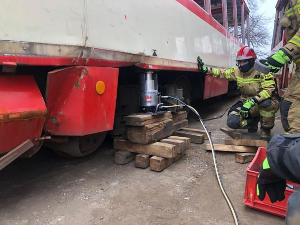 Strażacy z Torunia ćwiczyli na gdańskich tramwajach.