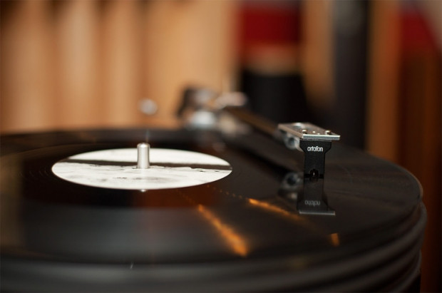 Miłośnicy płyt winylowych wskazują na inną, lepszą jakość dźwięku płynącą z tego nośnika.