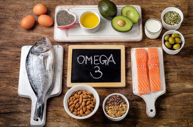 Ryzykiem niedoboru kwasów omega-3 są zagrożone osoby na diecie pozbawionej ryb.