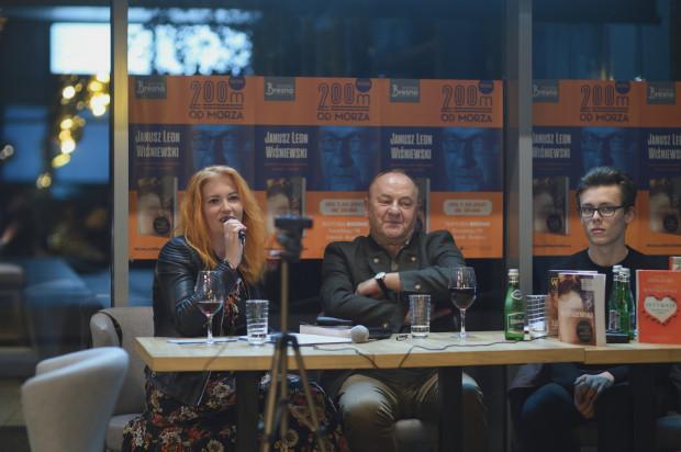 Ewelina Wojdyło i Janusz Leon Wiśniewski podczas innego spotkania autorskiego z serii 200m od Morza w Trattoria Bresno w Gdańsku.