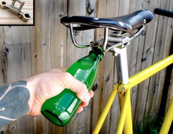 Otwieracz do piwa pod siodełkiem rowerowym