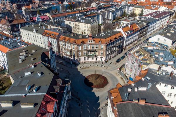 Planowany zakres robót obejmuje wymianę nawierzchni i podbudowy na całym  odcinku ulicy od ul. Waryńskiego do ronda G. Grassa.
