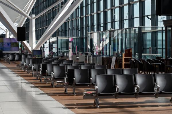 - Odprawiamy tylko 10 proc. pasażerów, których powinniśmy odprawiać, gdyby nie COVID - mówi prezes Portu Lotniczego Gdańsk im. Lecha Wałęsy.