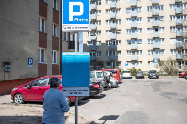 Mieszkańców osiedla w Sopocie zaskoczyła informacja o płatnym parkingu pod ich mieszkaniami.