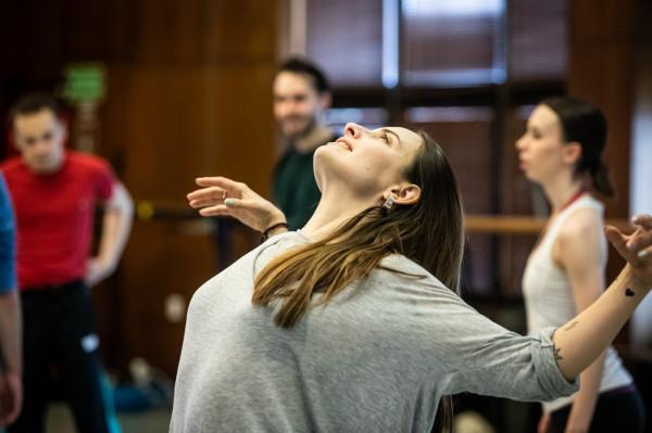 Izabela Sokołowska-Boulton, zastępca kierownika Baletu Opery Bałtyckiej, rzadko pokazuje się publiczności w innym wydaniu, niż podczas końcowych oklasków. Tym razem zatańczy wraz z córką.