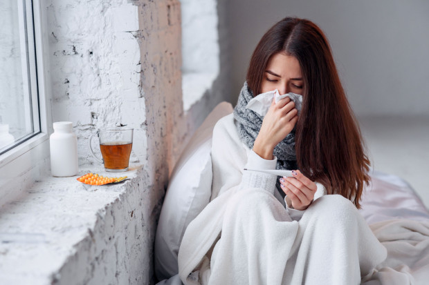 Po wejściu w życie nowelizacji pacjenci objawowi będą kończyć domową izolację już po 24 godzinach od ustania gorączki i bez używania leków przeciwgorączkowych.