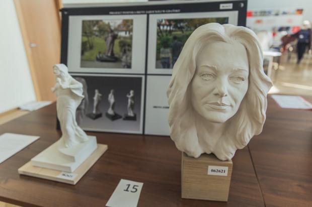 Rada dzielnicy Oliwa czuła się pominięta także przy konkursie na pomnik Ireny Jarockiej.