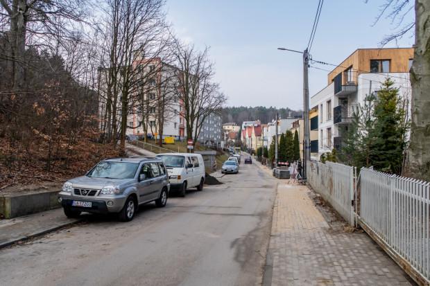 Mieszkańcy martwią się, że po wprowadzeniu Strefy Płatnego Parkowania zmniejszy się - i tak niewielka - liczba miejsc parkingowych.