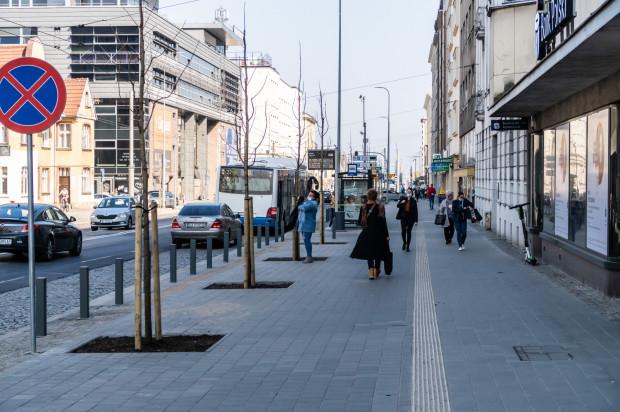 Remont chodników przy ulicy 10 Lutego w Gdyni został zakończony.