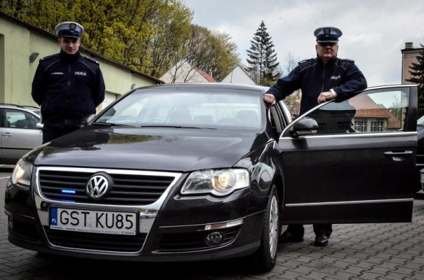 """Policyjny samochod """"tajniaków""""."""