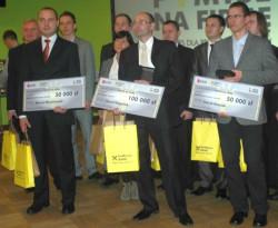 Na zdjęciu od lewej: Marcin Okraszewski, II nagroda, Paweł Kasperek, I nagroda i Patryk Branicki, II nagroda.