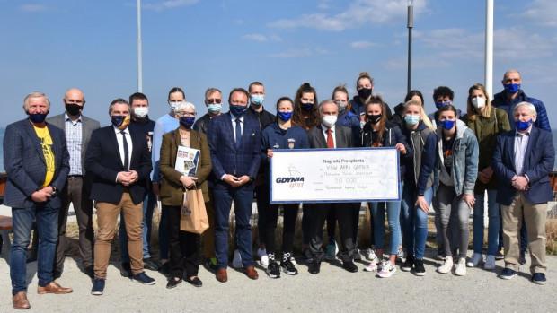 Koszykarki VBW Arka Gdynia z nagrodą prezydenta Gdyni.