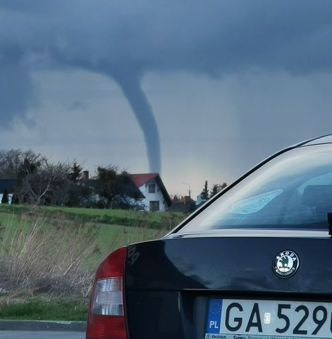 Trąba wodna widziana była w północnych rejonach Gdyni, Kosakowie i Mechelinkach.