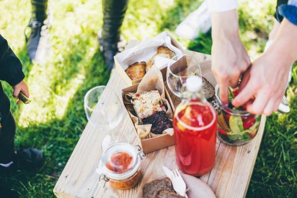 Restauracja Tabun w majówkowej ofercie proponuje przysmaki na piknik.
